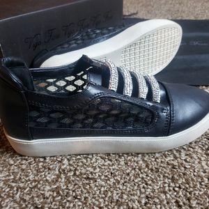 🎉 HP! 🎊Vigo Fiore slip on sneakers